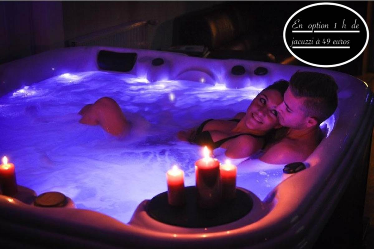 En option 1 h de jacuzzi privatif 5 places pour 49 euros pour 2