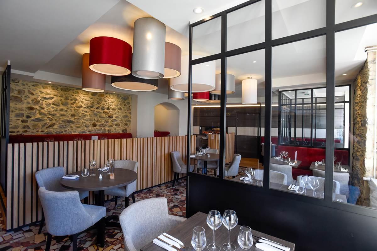Salle-de-restaurant-La-Table-du-Cinq-Bagneres-Bigorre