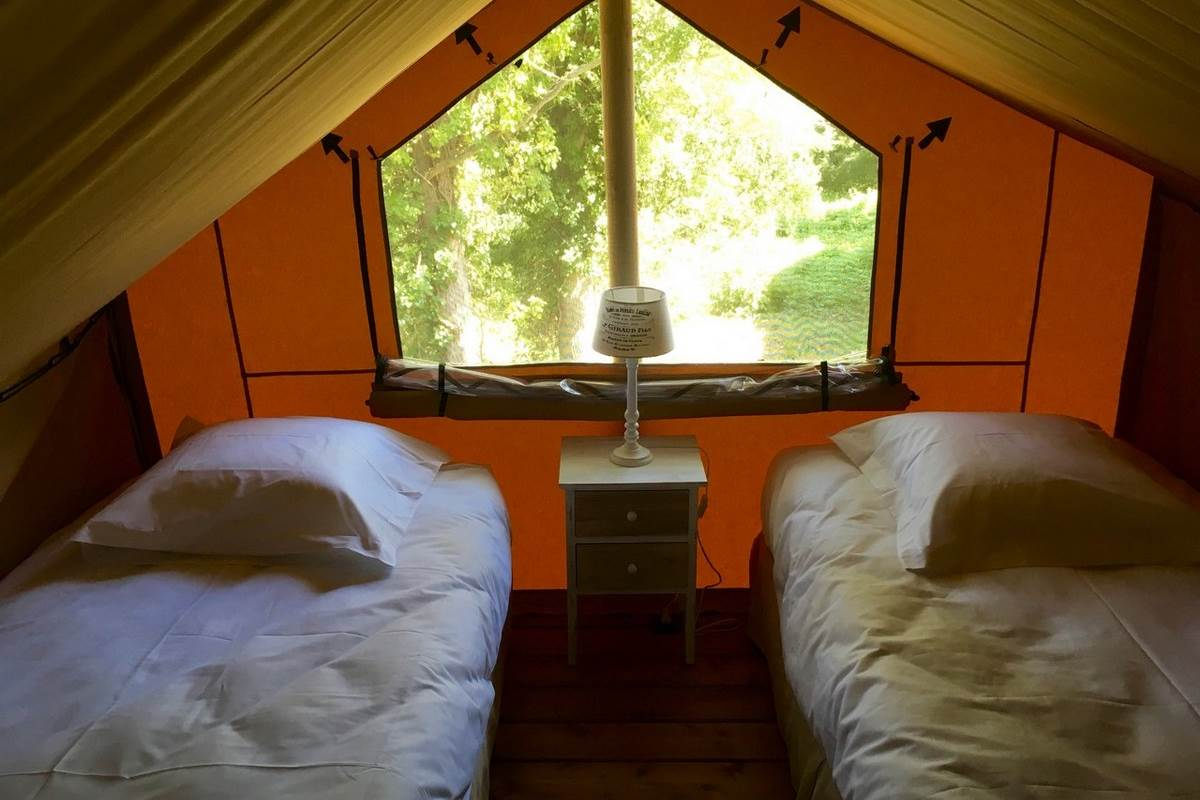 Chambre 4 lits individuels Tente Elisabeth Les Lodges du Château