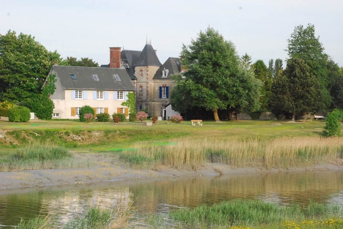 Maison au bord de rivière