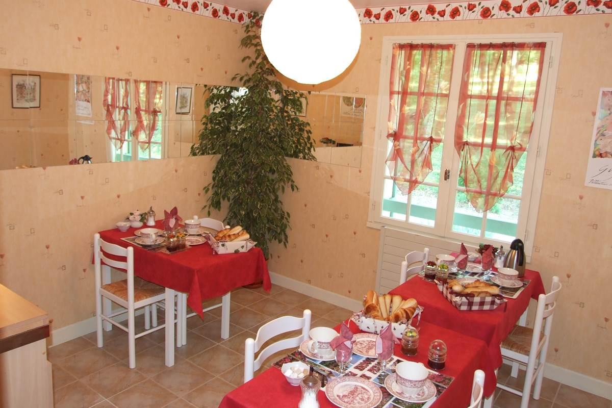 cuisine-petit-dejeuner-chambres-hotes-dordogne-Les Feuillantines