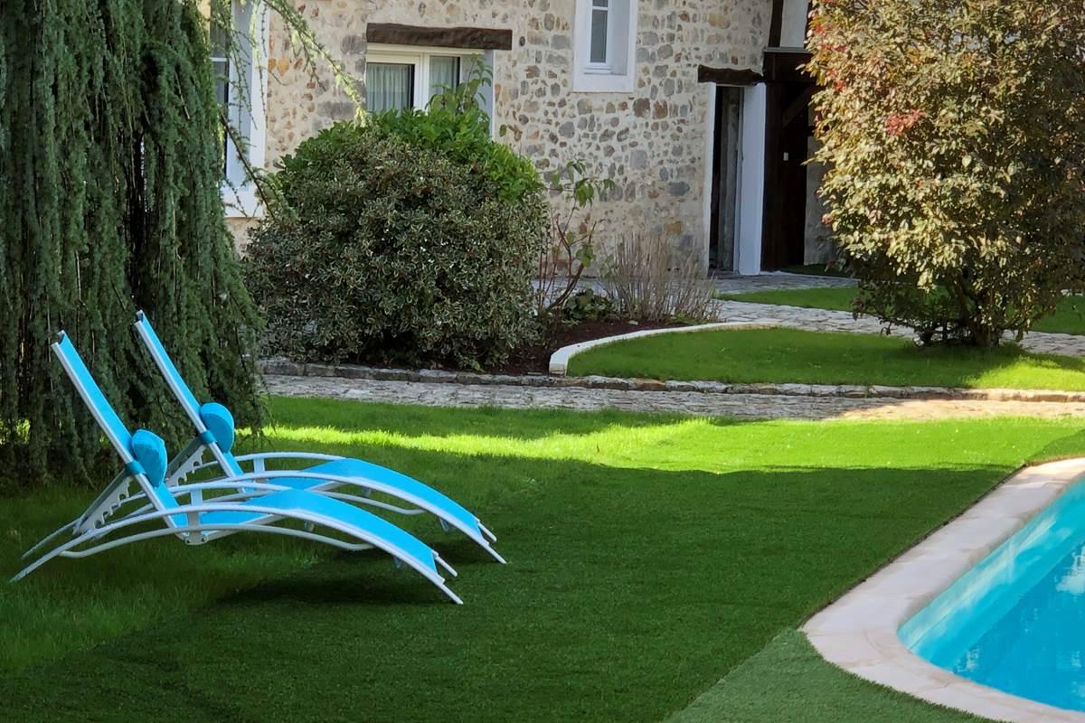 Le Clos Saint Lubin - Le parc et la piscine