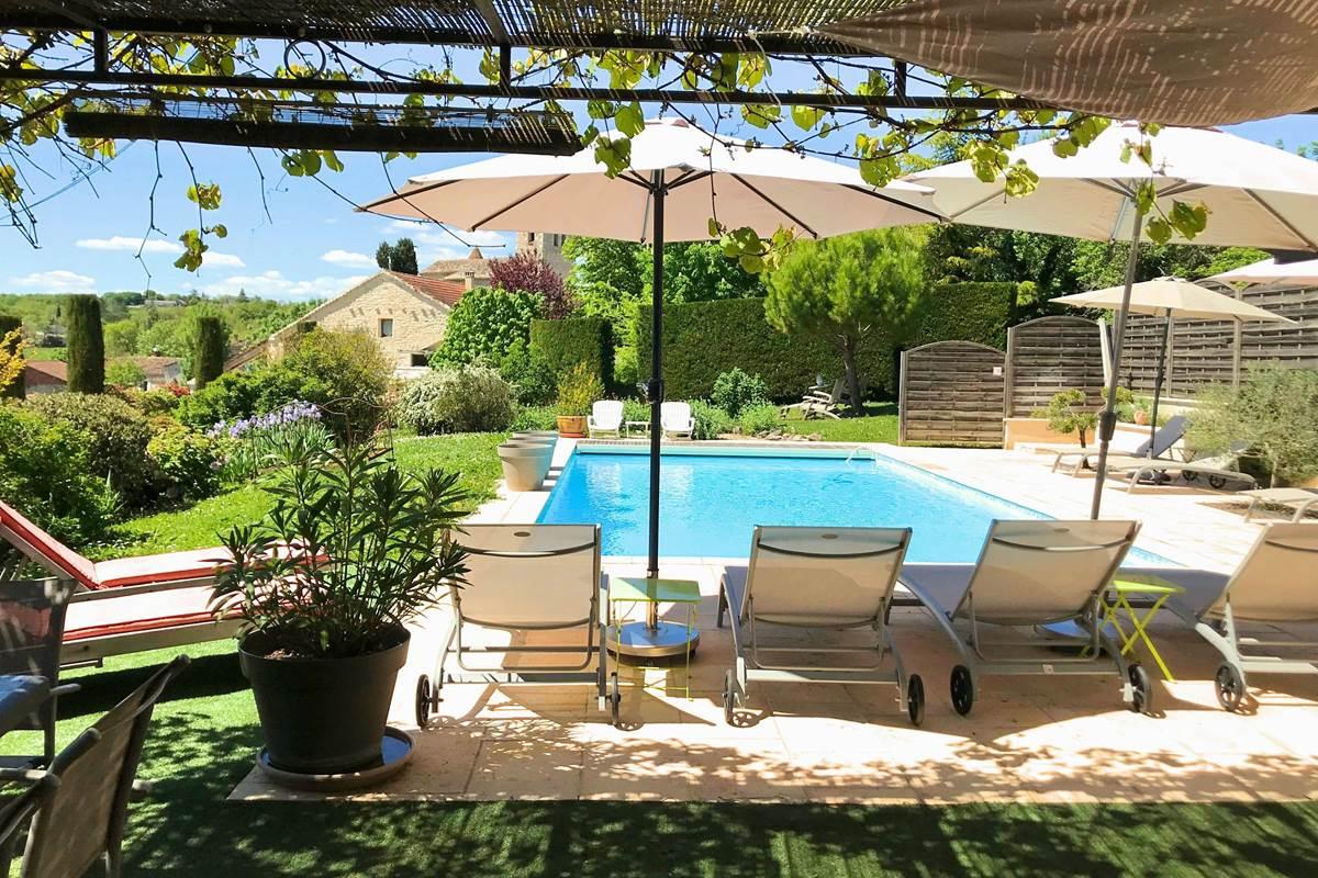 Domaine Côté Granges et son espace piscine