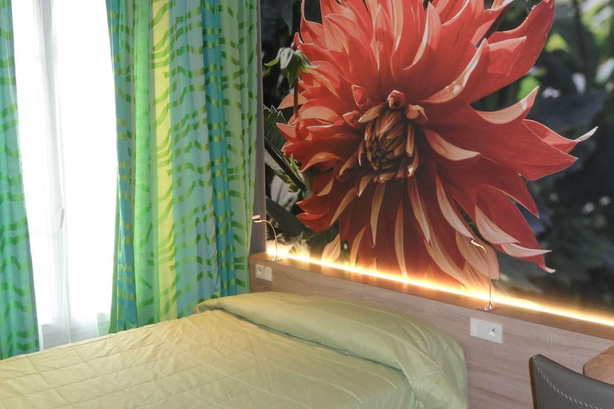 Chambre grand lit coté rue Jean bart 75006 paris