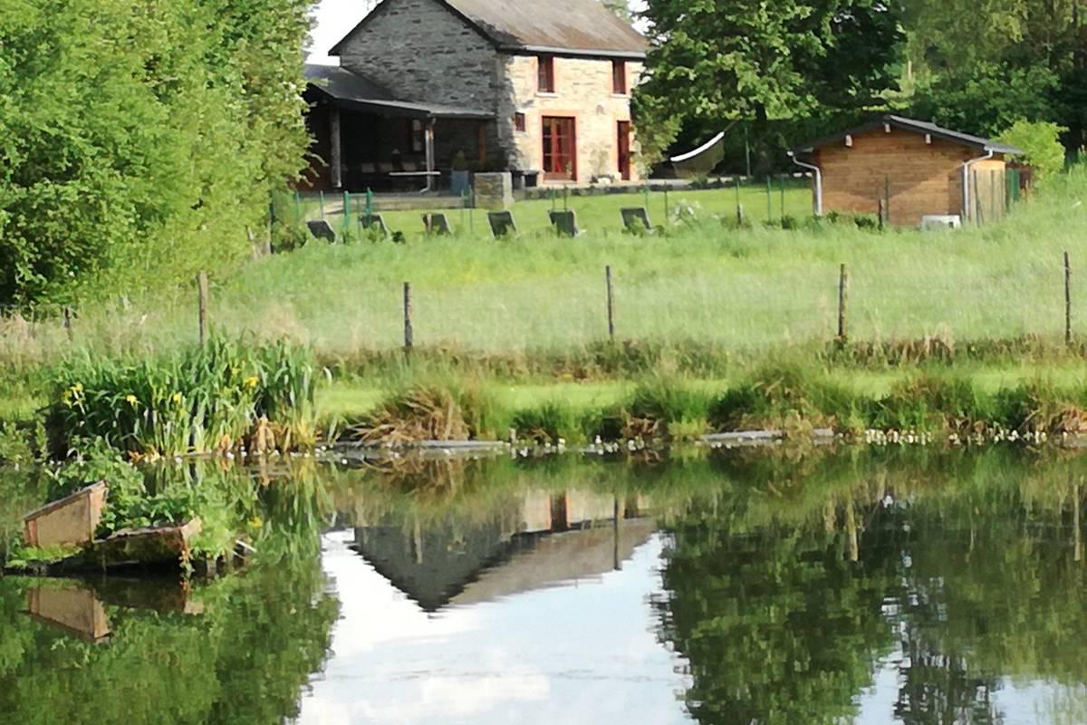 Vue de La Ressource depuis l'étang