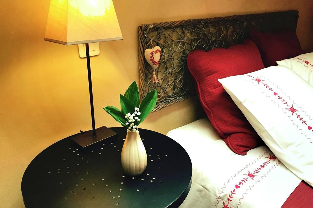 Côté Granges, chambre Roses de Cahors (8)