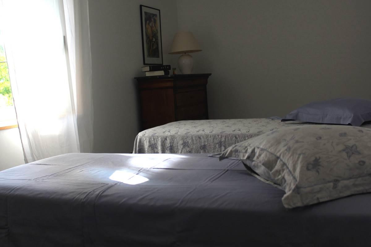 Les chambres du Gîte sont faites à votre arrivée, vous n'aurez plus qu'à vous laisser aller dans un sommeil profond facilité par un couchage confortable dans des draps fort agréables.