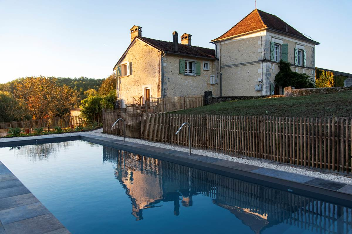 La Grande Maison et la piscine à ses pieds Photo (c) Michel Dartenset