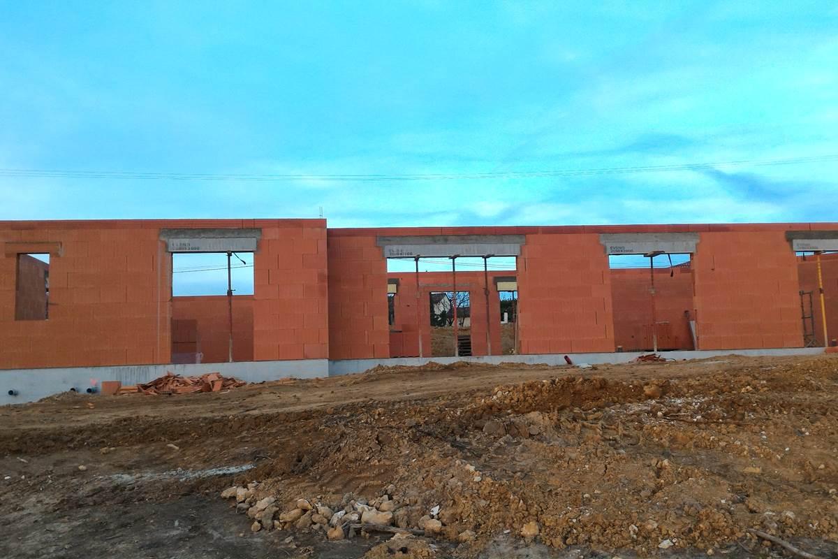 La maison commence à se construire