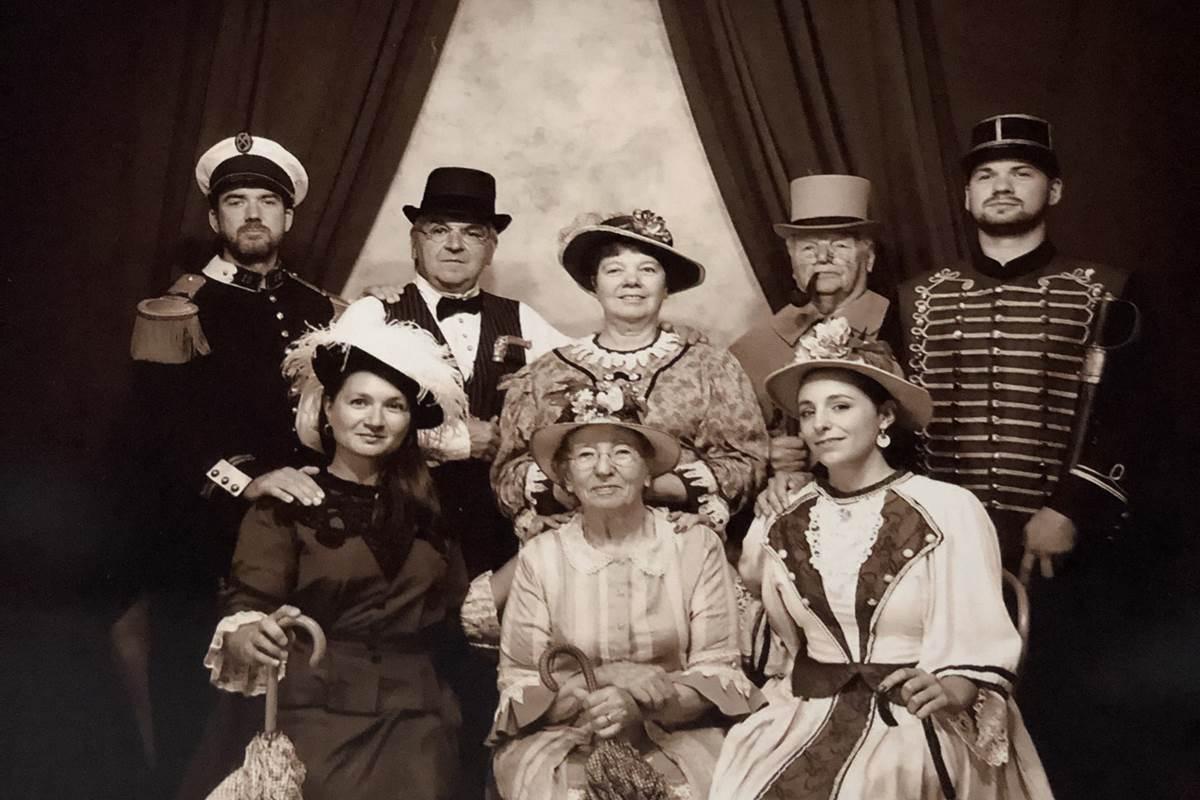 La famille Jouenne (Photo rétro au parc 1900)