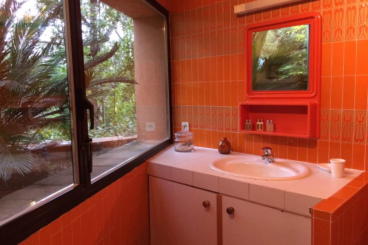 la 2° salle de bains à l'étage et les produits d'accueil L'Occitane