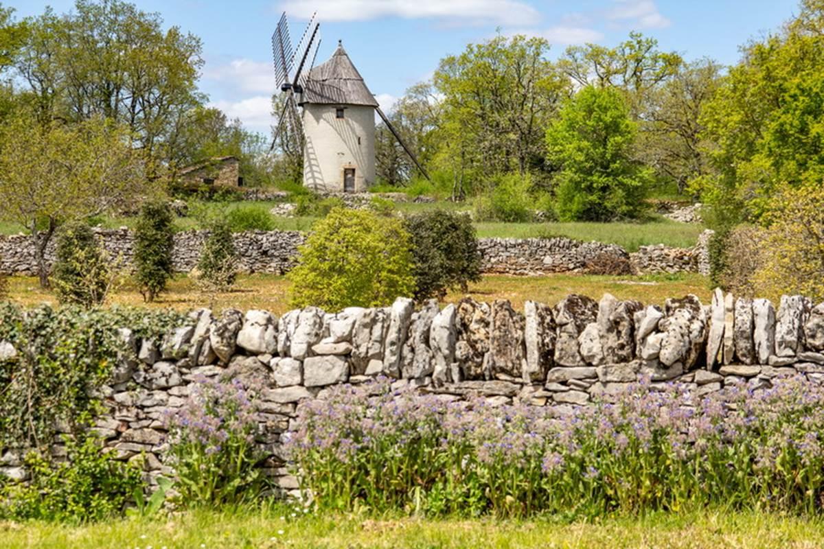 Muret et Moulin de la Bosse à Promilhanes © Lot Tourisme - C. Novello