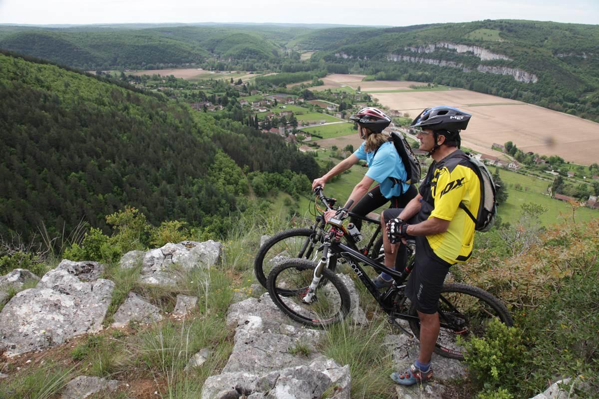 Panorama sur la vallée du Lot © Lot Tourisme - P