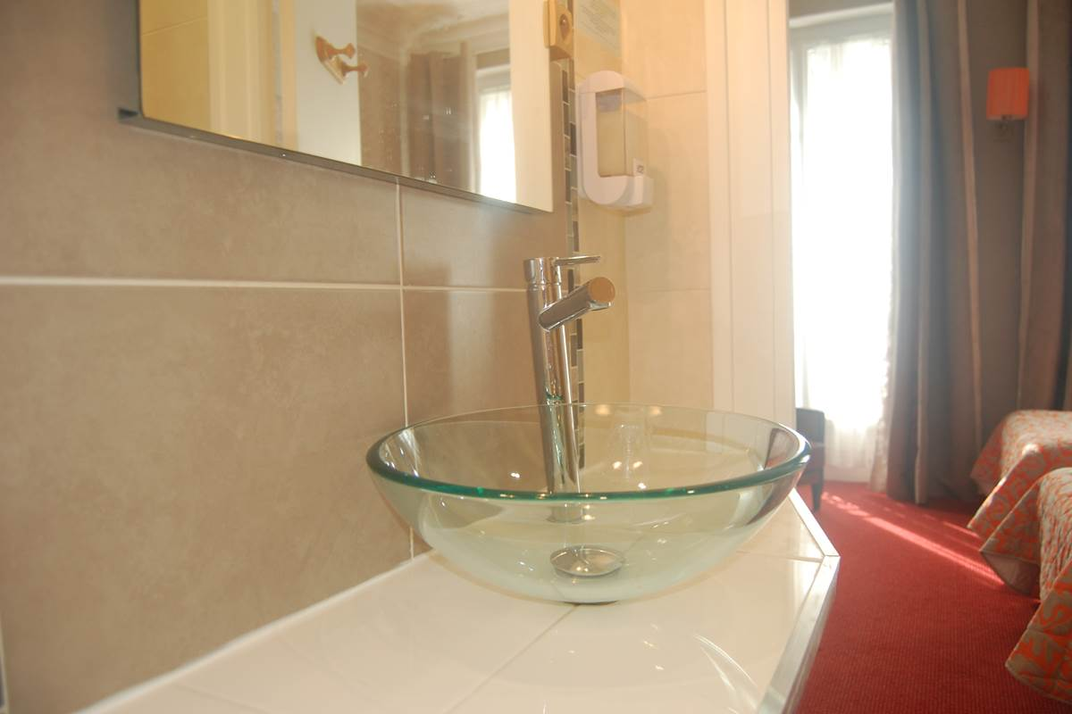 Salle de bain Hôtel Jean Bart métro St Placide