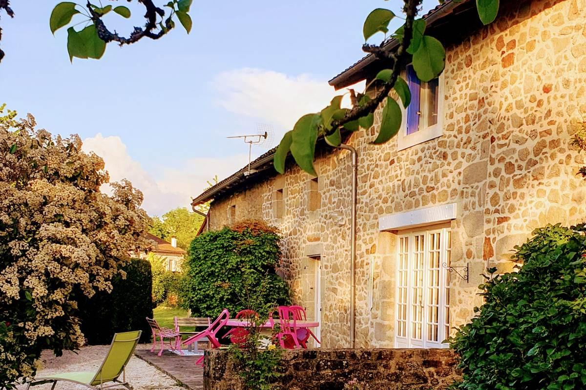 la terrasse de la Vieille Maison de Pensol