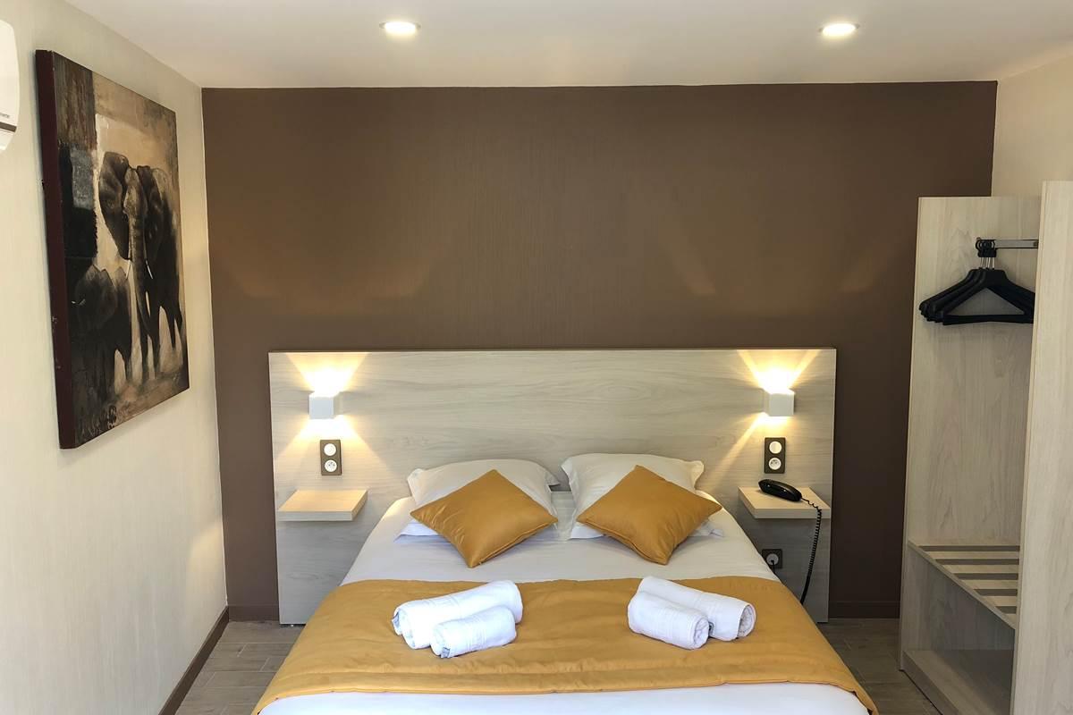 Chambre Double Patio, rénovée, climatisée, côté piscine, Boulazac, Périgueux