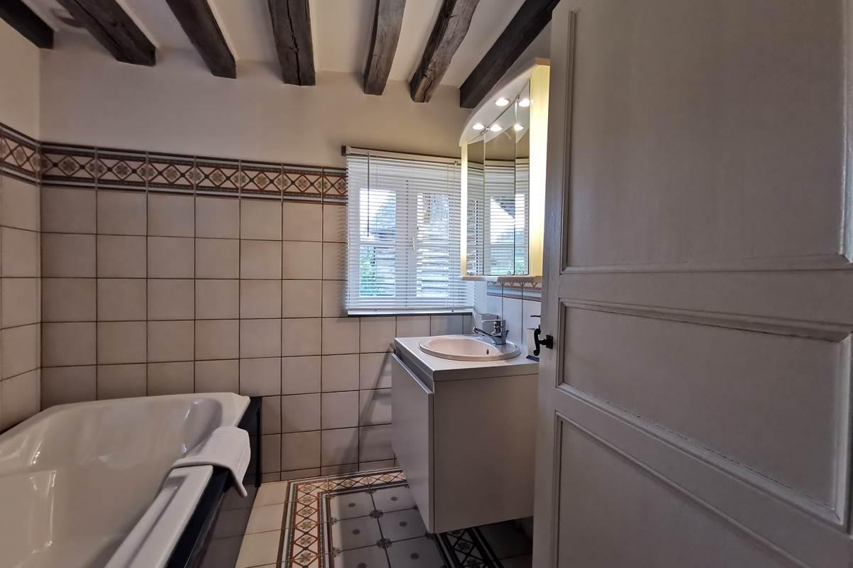 l'Annexe la salle de bains de la suite familiale
