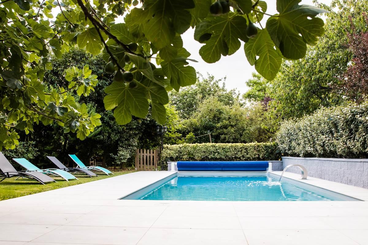 La piscine du domaine à partager