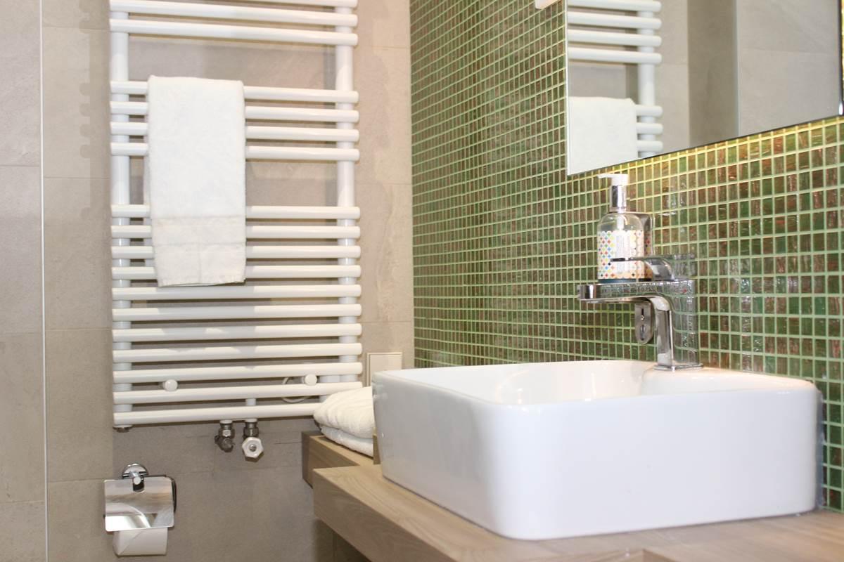 Salle de bain 2 lits hôtel Jean Bart