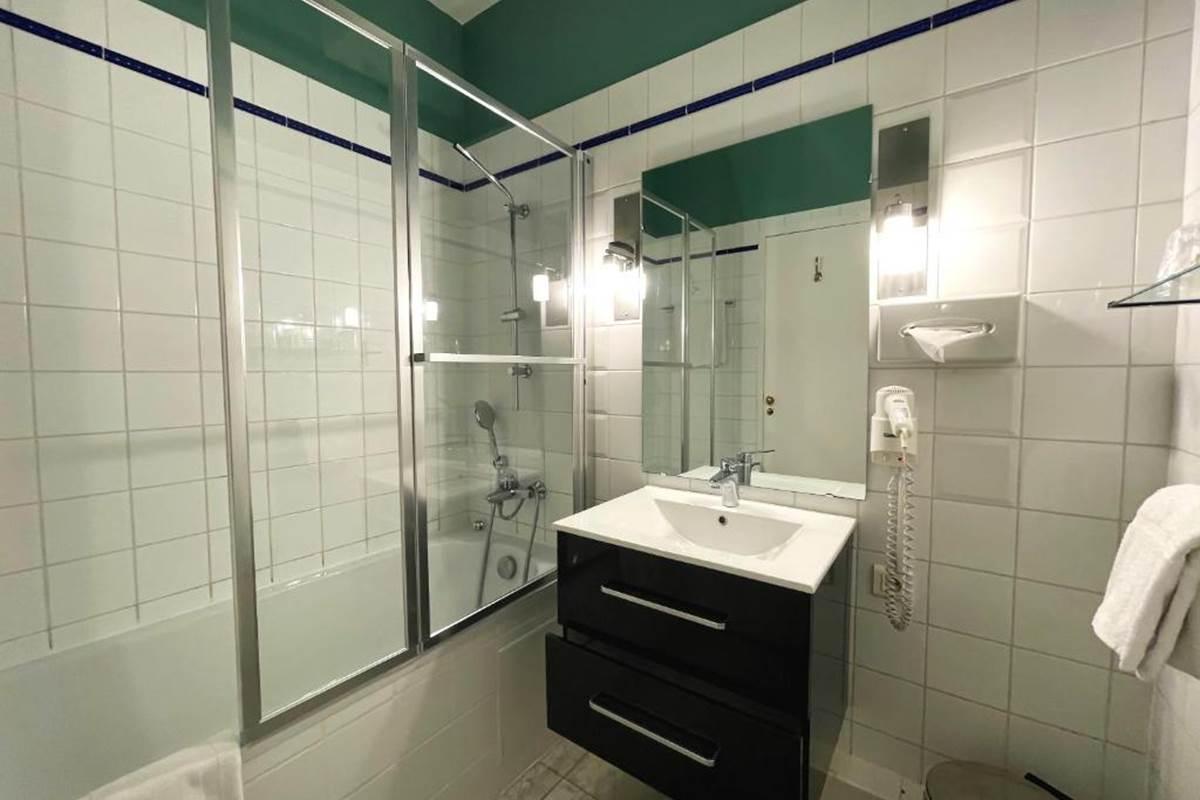 Chambre Standard - Salle de bain avec baignoire