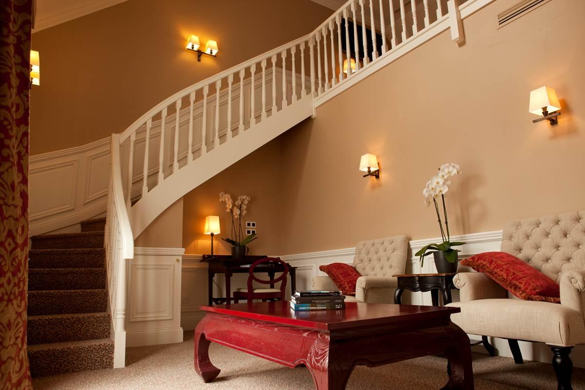 Suite Duplex - Salon (Canapé Lit Convertible 2 places sur demande) - Hôtel L'Ermitage Mont Saint Michel