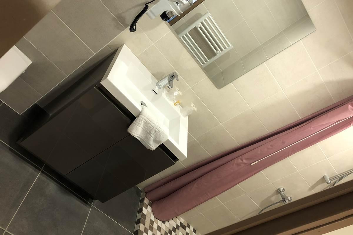 Salle d'eau chambre triple Patio