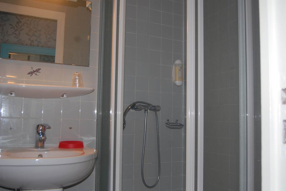 Salle de bain HJB RER B Luxembourg métro st placide st sulpice