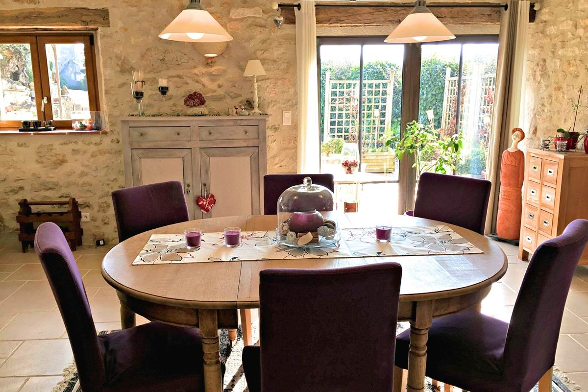 Séjour, côté salle à manger de Côté Granges, maison d'hôtes