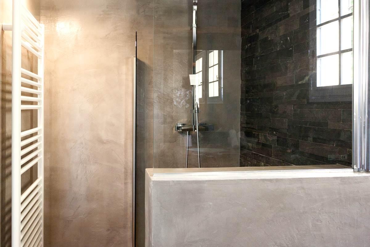 Votre douche en marbre et béton ciré