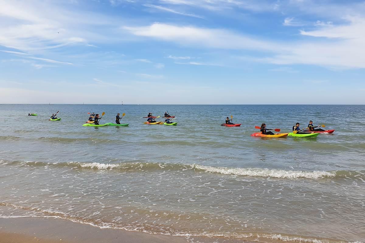 Concept Sport Émotion _ Centre de loisir _  séance découverte du kayak en mer