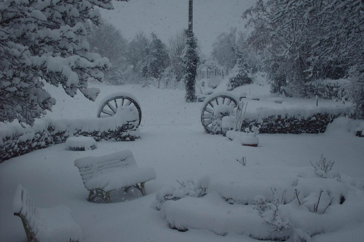 parc et jardins sous la neige au Ranch des Lacs