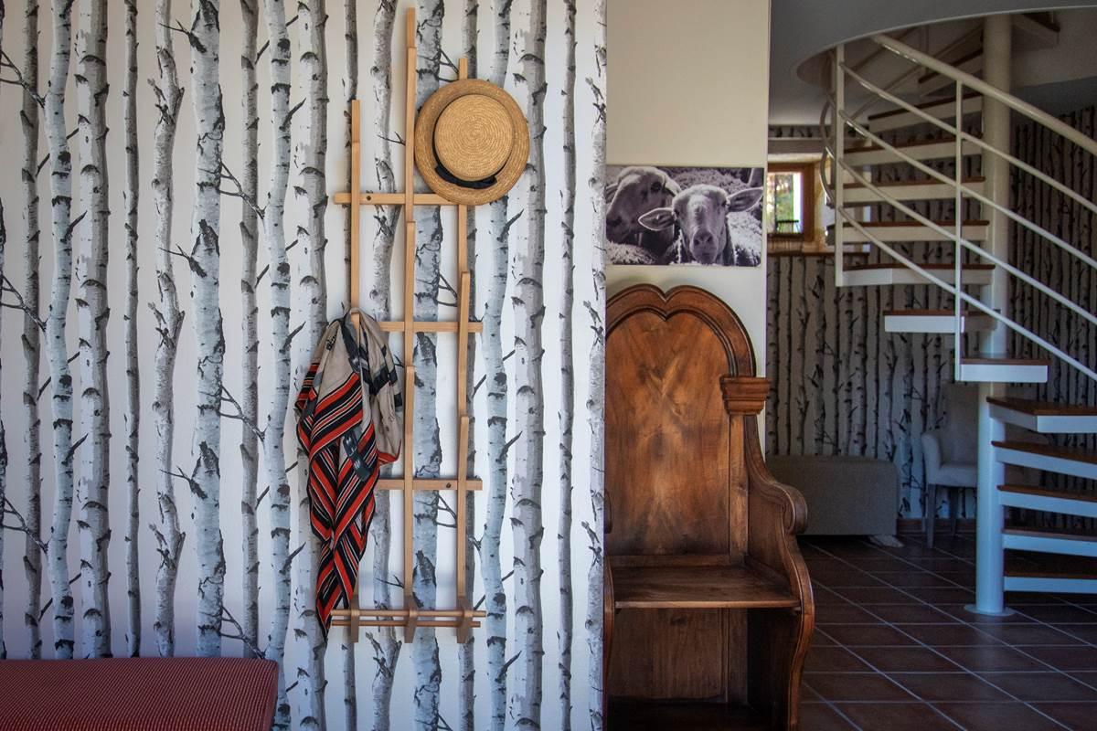 Entrée Terrier des Lapins Escalier vers l'étage des chambres (c) M Dartenset