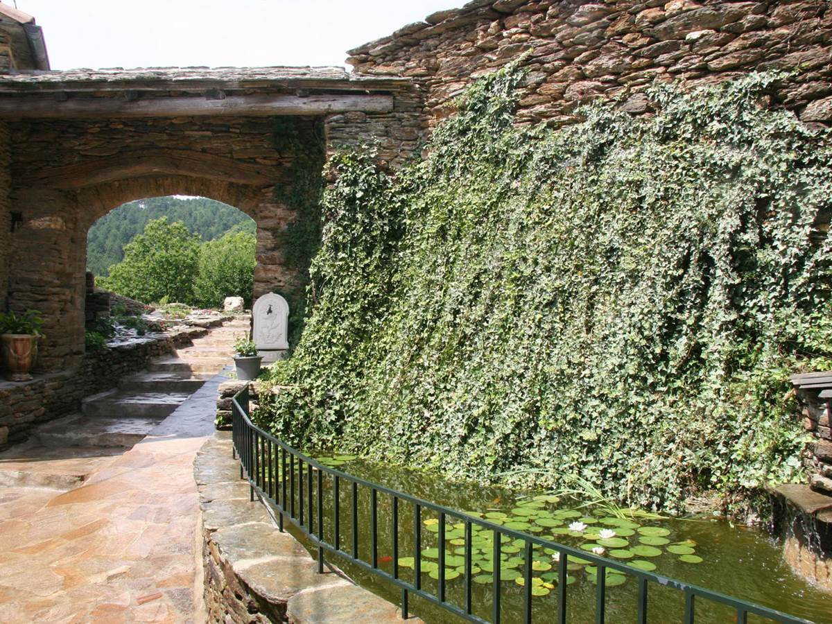 La fontaine et l'entree