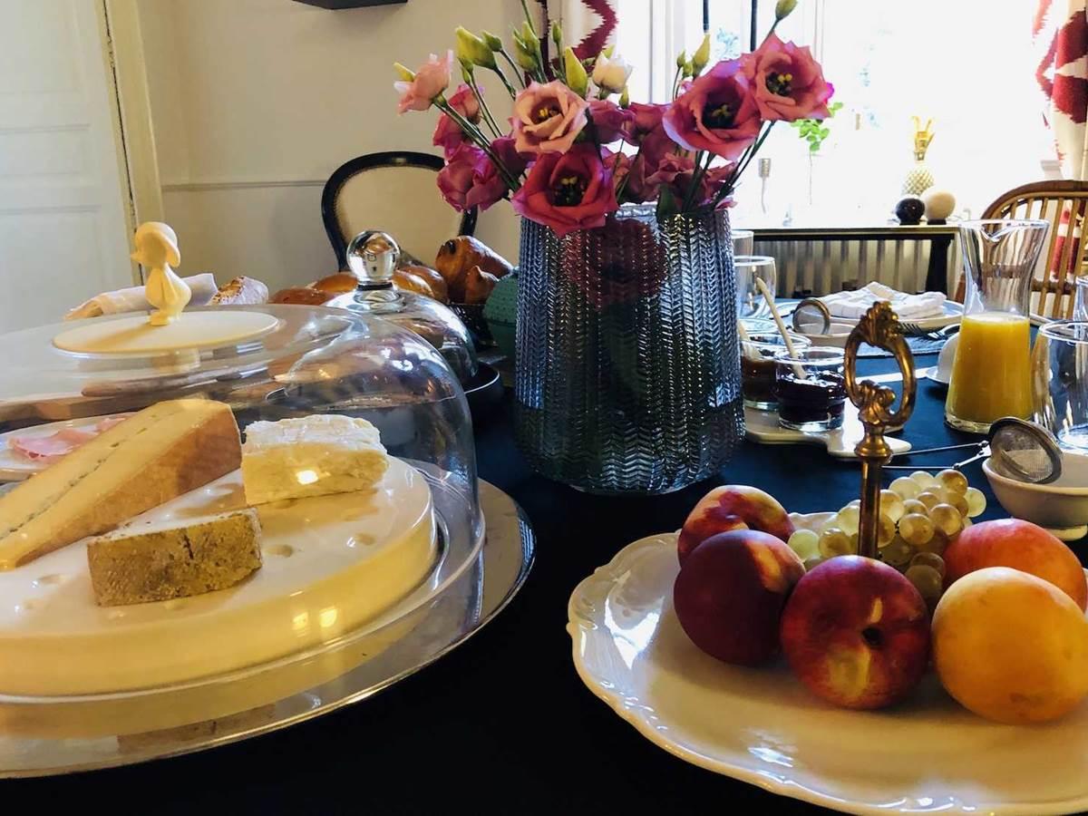 Petit dejeuner chambre-d-hote-lesmatinsrubis-tarn-et-garonne-occitanie-location-toulouse