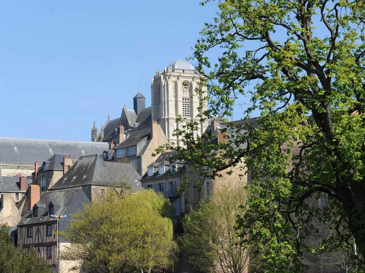 Vue clocher cath+®drale - Cit+® Plantagen+¬t -® Ville du Mans Alain Szczuczynski
