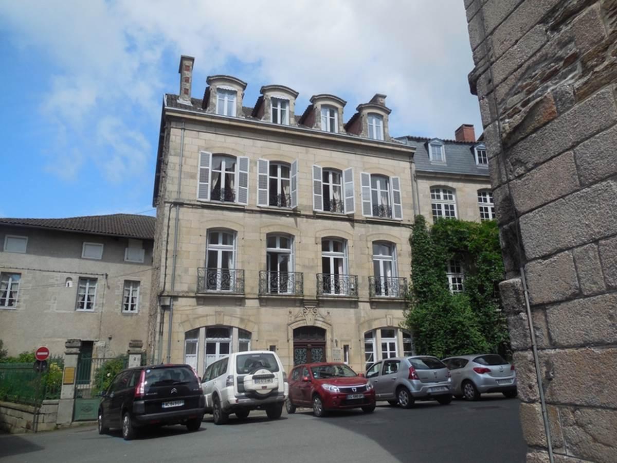 Le Jardin des Lys - façade côté collégiale