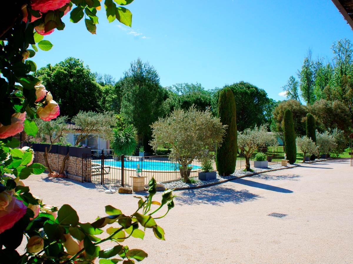 Vue piscine résidence les peupliers