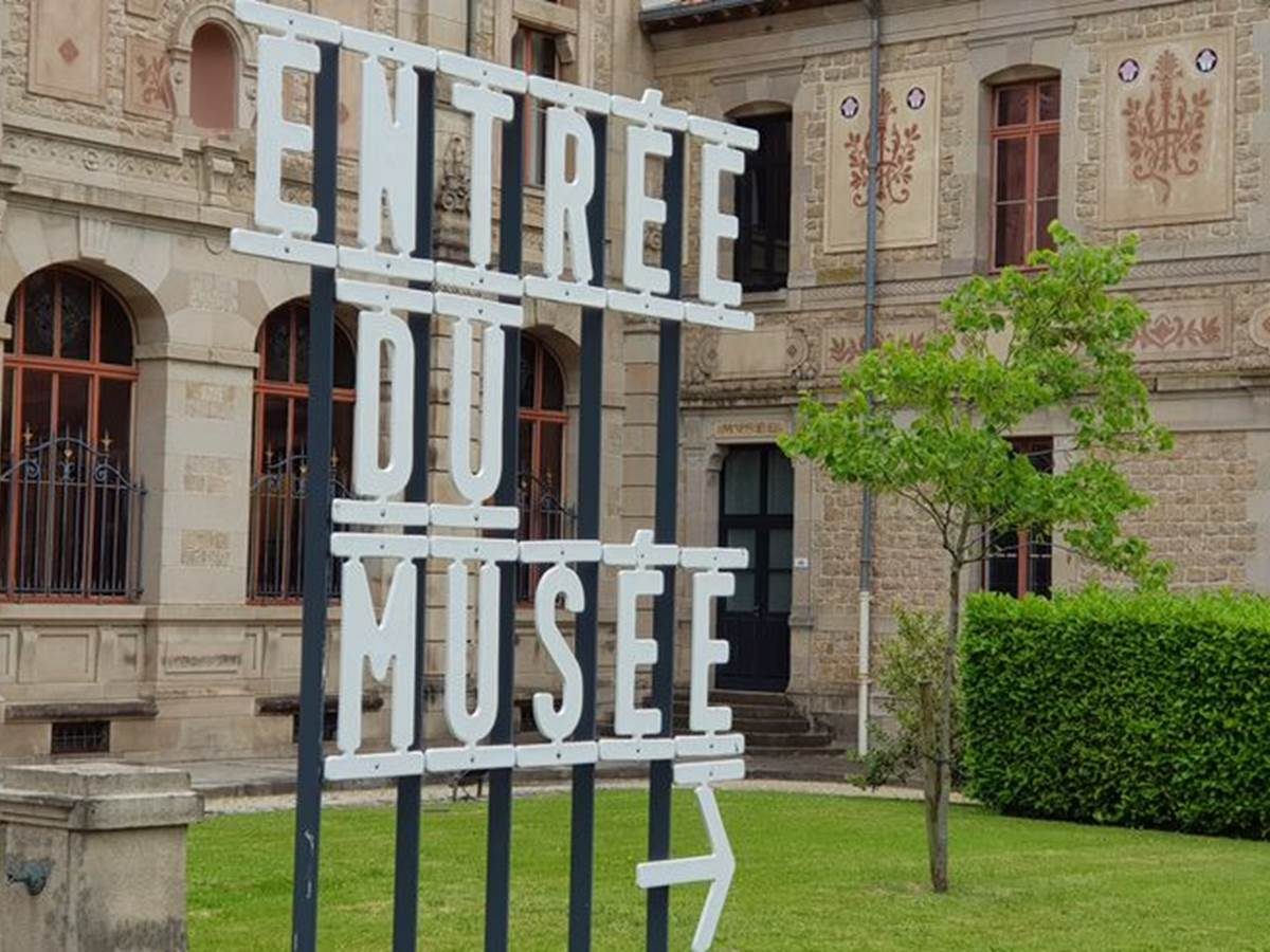 Musée National Adrien Dubouché – Cité de la Cérapique  10min à pied. www.musee-adriendubouche.fr