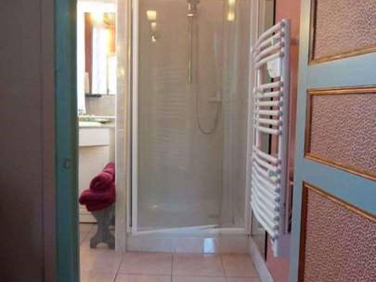 Baldaquin vue sur salle de bain