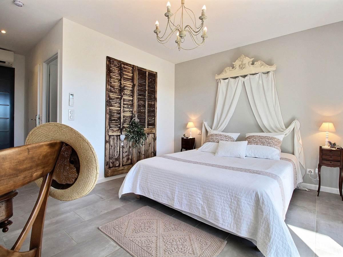 chambre hôtes charme romantique week-end séjour vacances amoureux couple piscine flayosc provence
