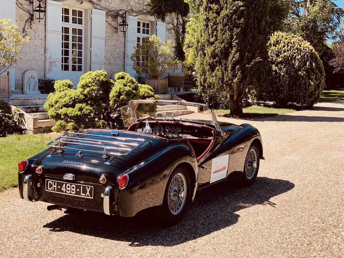 Old timer TR3 Triumphe de la chambre-d-hote-lesmatinsrubis-tarn-et-garonne-occitanie-location-toulouse