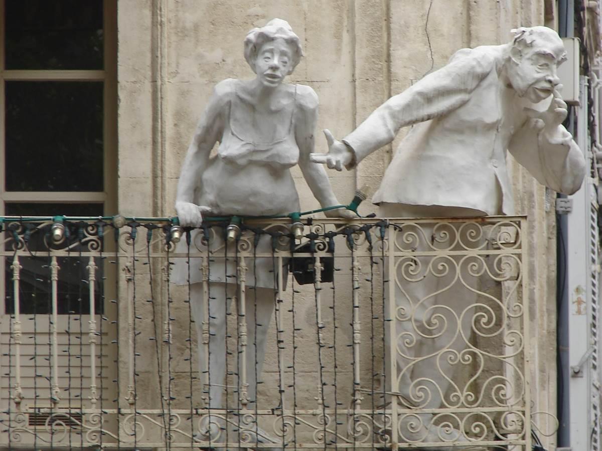 Avignon détails de la place