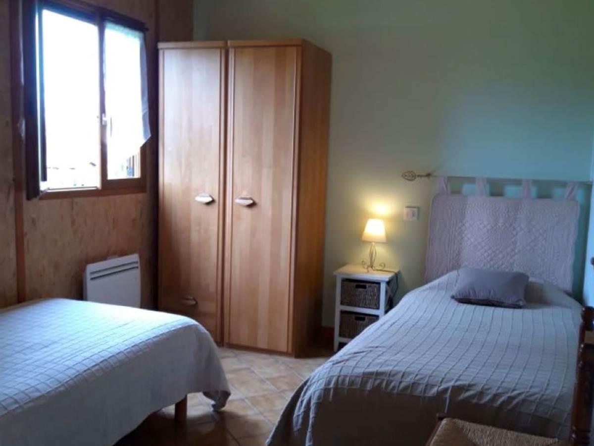 Gîte Les Rosiers  chambre 2 lits 1 personne, 90190
