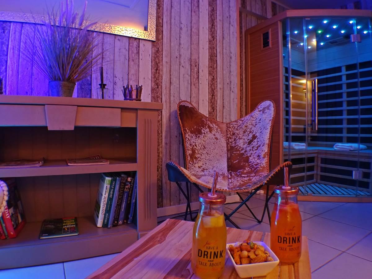 les instants voles jacuzzi privatif - Suite Amoureux, Salon Bien-être et Sauna