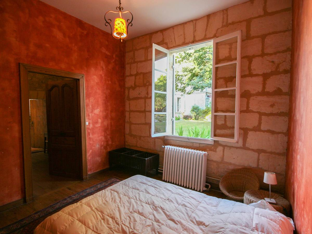 35 chambre rouge