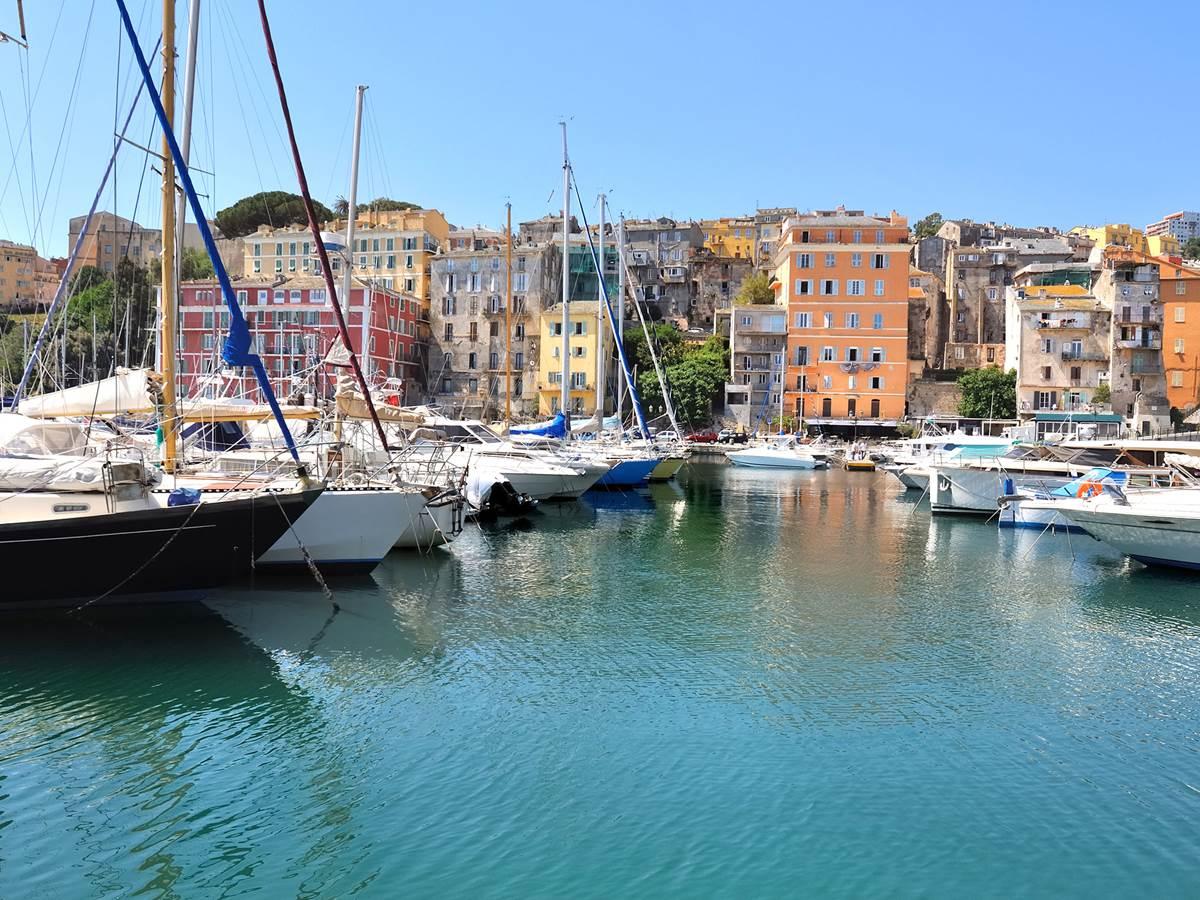 Vieux Port dans le quartier du Terra vecchio