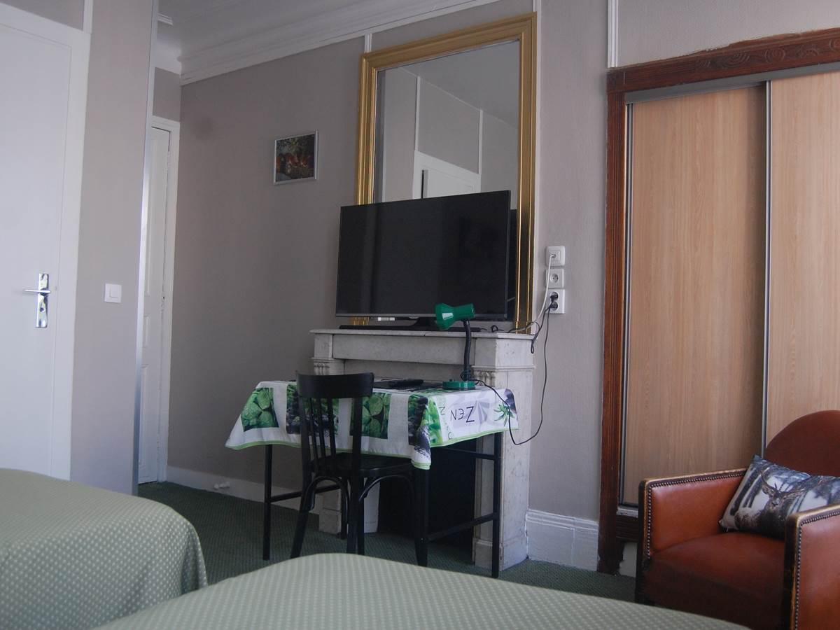 Chambre 2 lit 9 rue Jean Bart 75006 paris rive gauche
