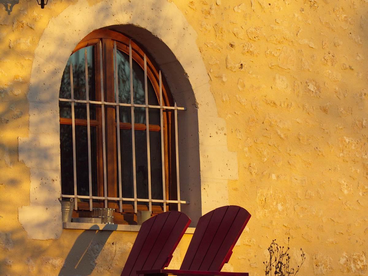 Façade de la Grande Maison Côté Cour fenêtre de la cuisine.