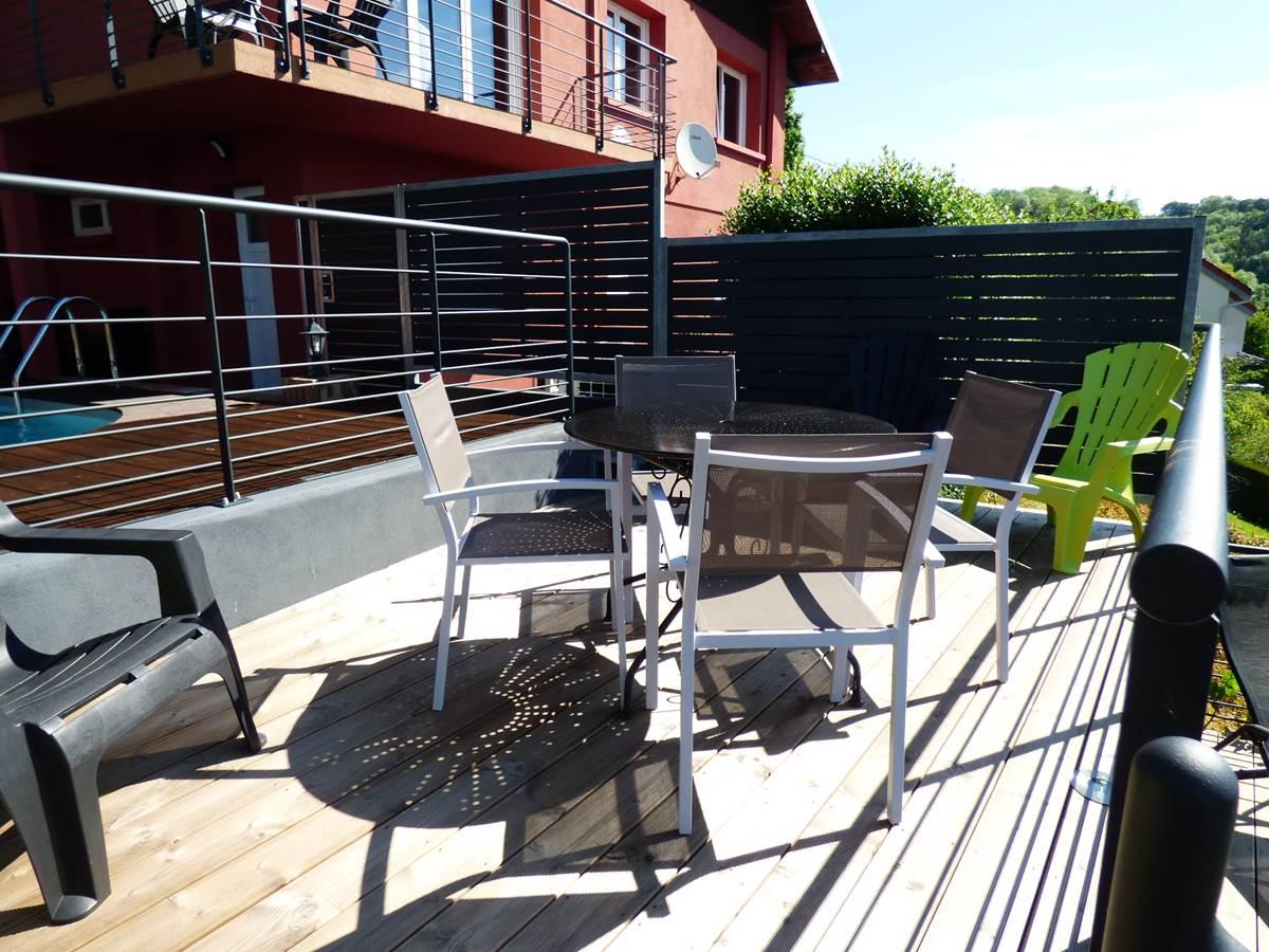 Vue petite terrasse 3 Chambres d'Hôtes La Colline aux Yeux Doubs