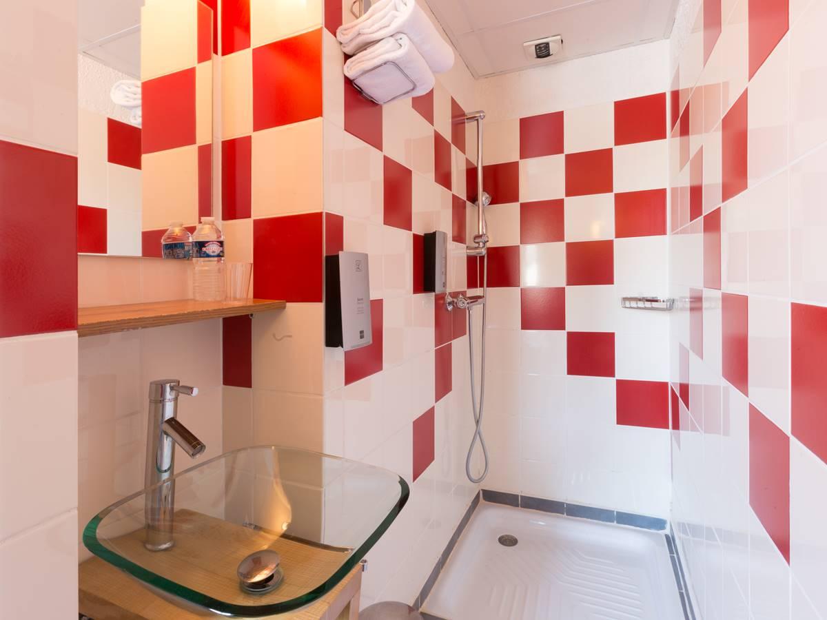 Salle de bain Eco Logis Hotel Relais de Vellinus Beaulieu-sur-Dordogne